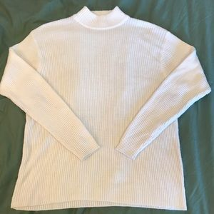 WHITE RIBBED TURTLE NECK KNIT